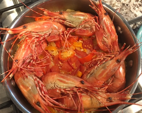 Cooking Live Prawns: Hold Onto Your Heads and Tails!